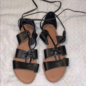 Old navy black sandals 🖤
